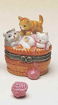 DC00151Nursery-Rhymes-3-little-kittens-porcealin-box-favor.jpg (16997 bytes)