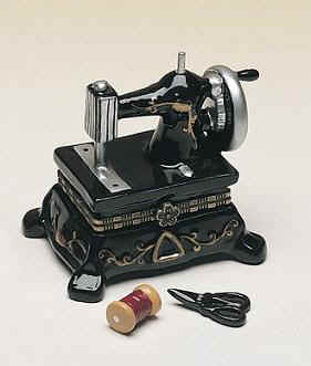 DC00197-old-fashion-sewing-machine-black-party-favor-box.jpg (15022 bytes)