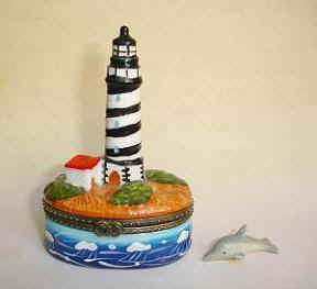 DC02256-Lighthouse-dolphin-keepsake-hinge-box.jpg (24421 bytes)
