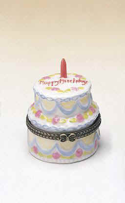 DC28689-Birthday-cake-favor-box-decorated-candle-hinge-keepsake.jpg (25333 bytes)