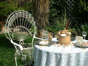 tablegardensetting8inchnantucketbasket.JPG (48436 bytes)