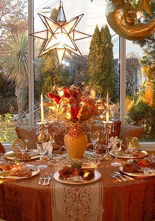 Mardi-Gra-Centerpiece-decoration-gold-.JPG (51405 bytes)