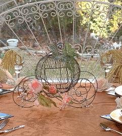 Fairytale_wedding_centerpiece_Princess_theme-favor-table-TEX.JPG (23496 bytes)