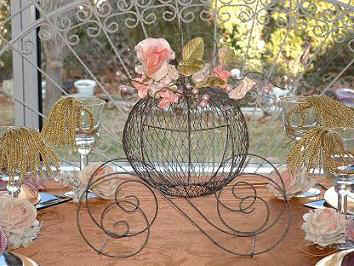 Princess_wedding_centerpiece_coach_carriage_Cinderella.JPG (19406 bytes)