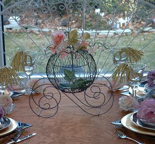 Storybook_cinderella_princess_centerpiece_coach-carriage_favor.JPG (28405 bytes)
