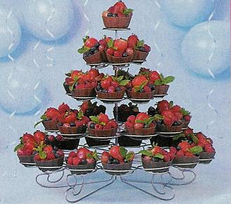 cupcake-tier-with-fruit-cupschocolate.JPG (25408 bytes)